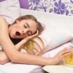 朝起きるのが辛い!早く寝るのが無理でも朝スッキリ起きる方法とは?